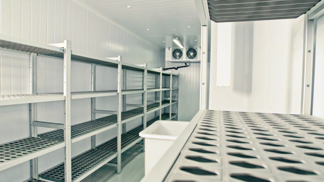 How do commercial cool rooms differ from fridges?